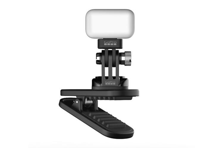 ゴープロから防水LEDライトが新発売! 独自のクリップ構造で使い方無限大の注目作。