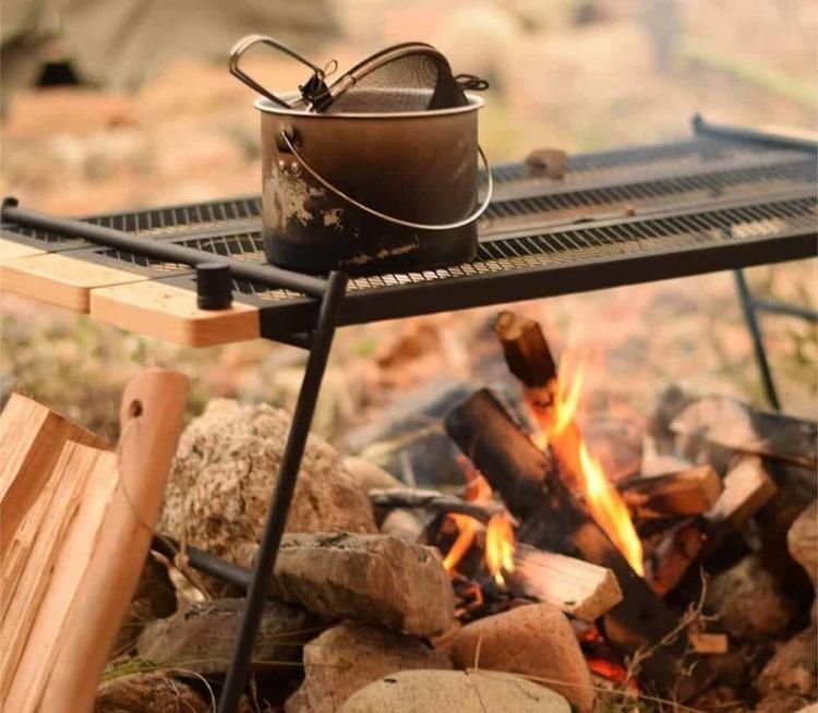 キャンプに持っていきたい機能的なアウトドアテーブル3選!