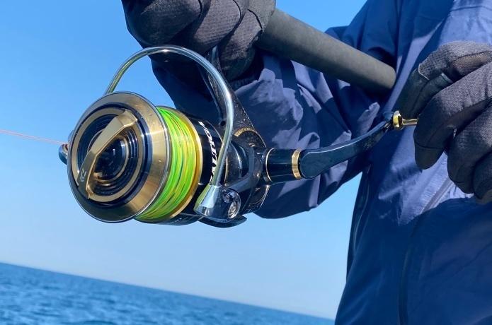 【レビューあり】元釣具屋が「ジギングリール」の選び方&おすすめ機種を解説