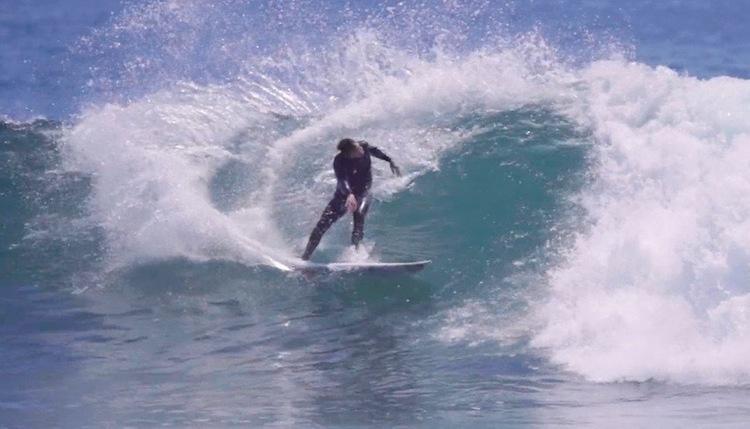 レールサーフィンと鋭いカーヴィングは今も健在!48歳テイラー・ノックスのサーフムービー『48.』