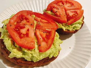 【夏レシピ】ヘルシー&栄養満点のトマトを使った卵、アボカド、チーズ、なすのレシピをご紹介!