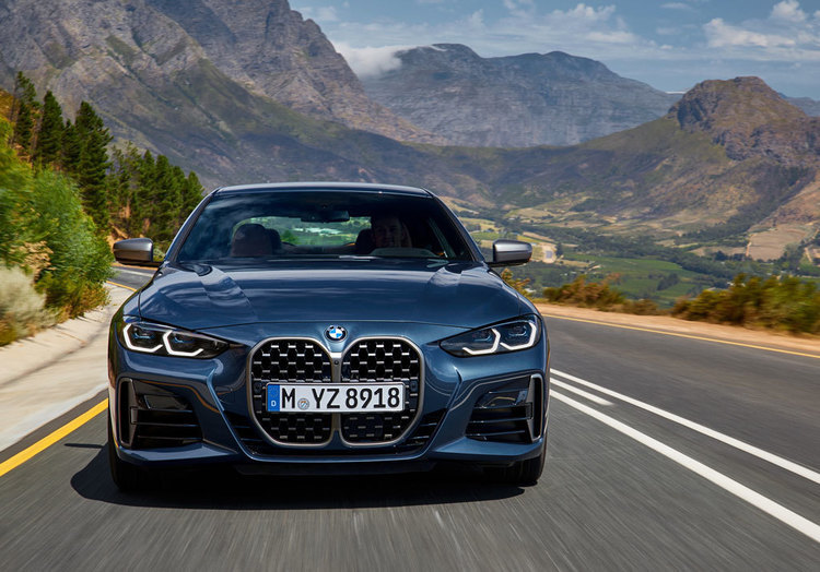 キドニーグリルが大変身! 新型「BMW 4シリーズ」がデジタルプレミア