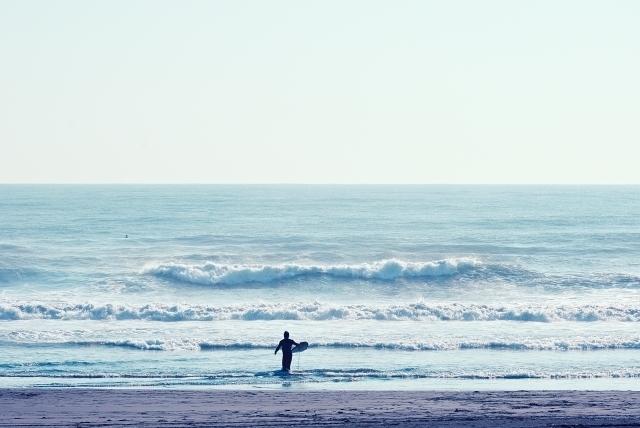 沖縄のサーフィンおすすめポイント12選!初心者から上級者まで楽しめるのはココ!