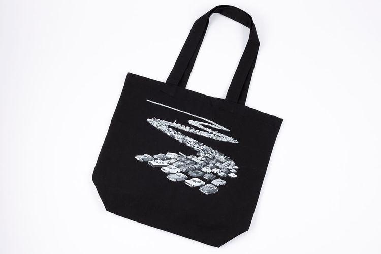 「トミカ・50周年記念エコバッグ」をプレゼント