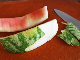 【スイカ丸ごと活用レシピ】皮も捨てないで!夏の王様すいかをまるごと味わうレシピをご紹介