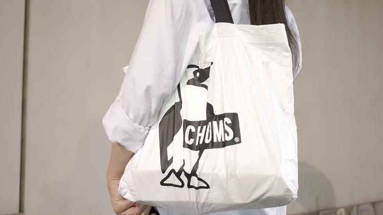 CHUMSのトートは水に強くて梅雨のエコバッグにぴったり。パッカブルでいつも携帯できるんだ