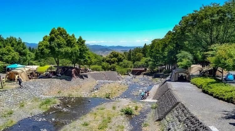 大津谷公園キャンプ場のおすすめサイト、トイレ、駐車場、スーパー、夜景まで徹底紹介