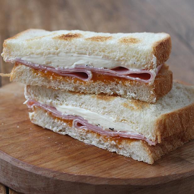 アプリコット・クリームチーズ・サンドイッチ