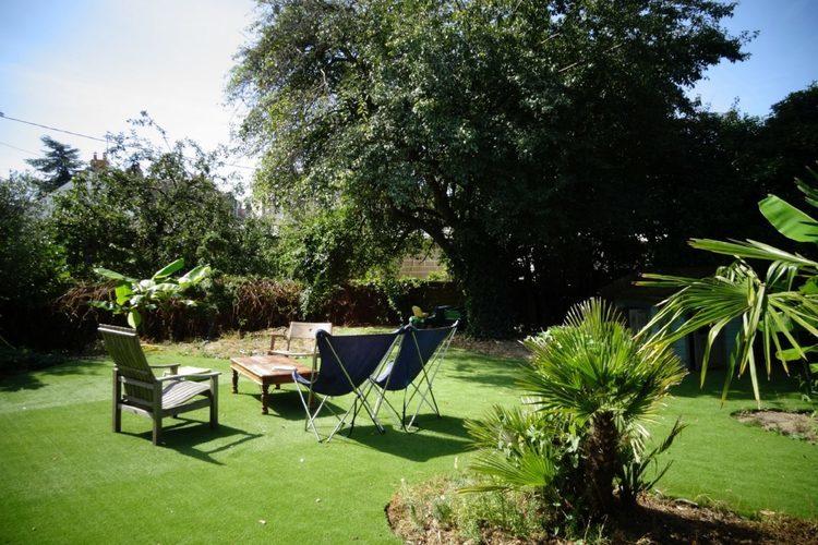 自宅の庭でキャンプの雰囲気だけでも楽しむ庭キャン