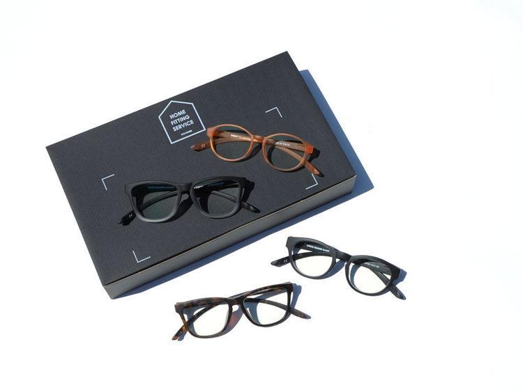 YTSがホームフィッティングサービスを開始。SABREのサングラス、DONT PANICのリーディンググラス(老眼鏡)を自宅で選ぶことが可能になった。