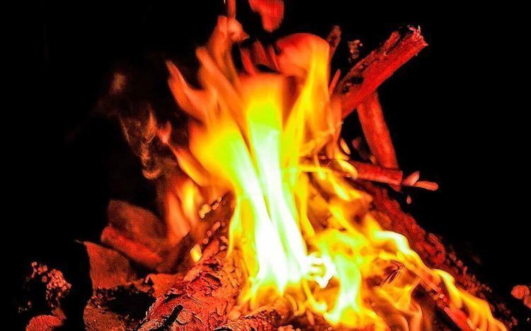 焚き火のやり方とは?ちょっとしたコツと注意すべきポイント