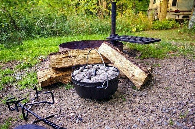 ダッチオーブンで作る簡単キャンプ料理11選!初心者も手軽にできるレシピはコレだ!