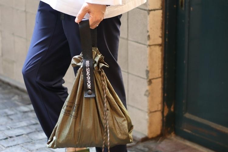 気鋭の雑貨ブランドが手が放つ、巾着型エコバッグが秀逸。コンビニ弁当にも◎!