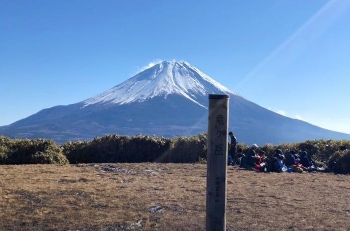 竜ヶ岳|絶景の富士を思う存分満喫!2つの日帰り登山コースと周辺情報