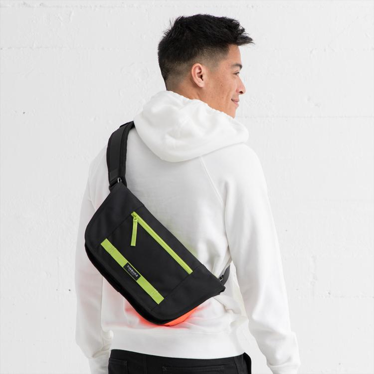 街歩きやポタリングに最適なバッグ「TIMBUK2 カタパルトスリング」に新⾊「ハザード」が登場