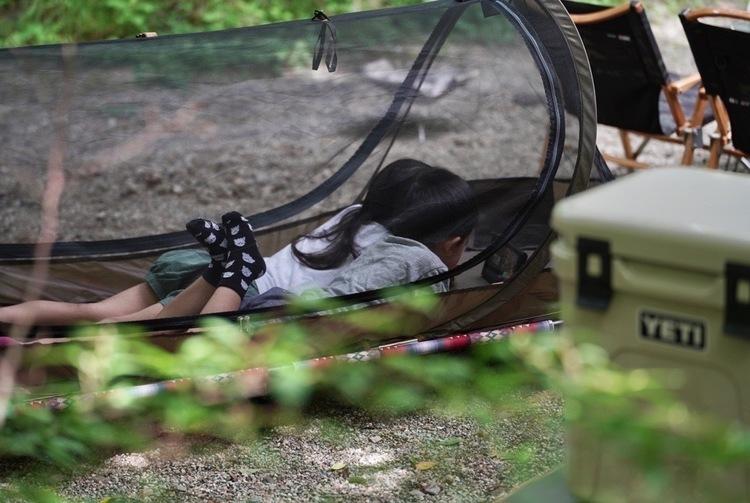 虫が多い季節のキャンプでも安眠できるポップアップシェルターテント