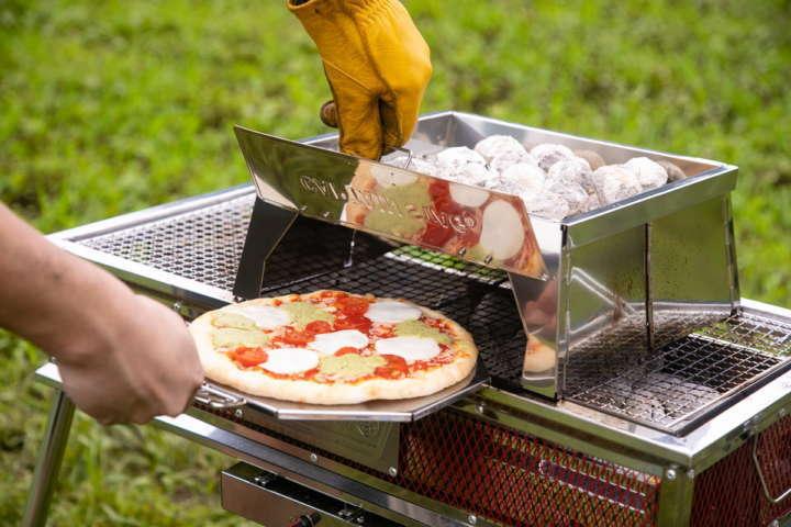 ピザに魚に鶏の丸焼きまで!変わり種BBQグッズ5選