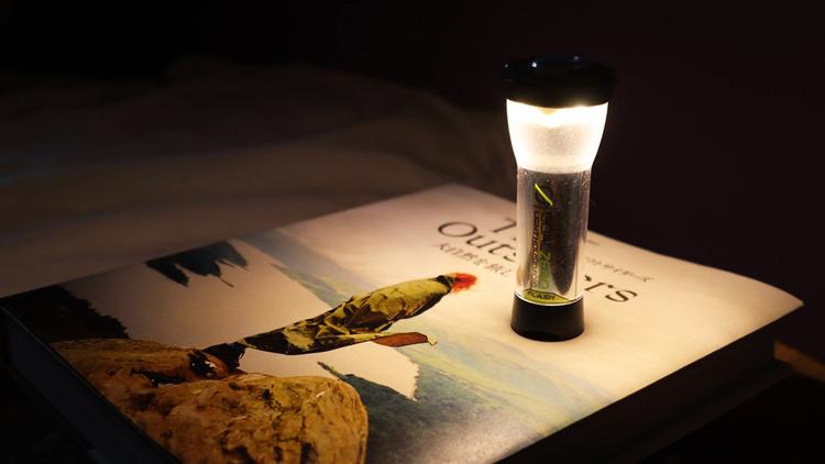 コスパ最強! 口コミで広がったゴールゼロのLEDランタンは、寝室の間接照明にも最適なんだ|アウトドアな家暮らし
