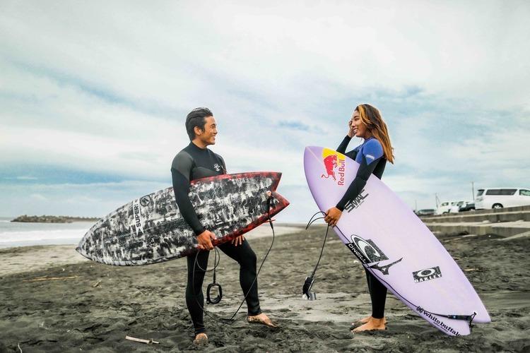 【オルタナティブ】美人トッププロサーファー川合美乃里と村田嵐によるツインフィン小波セッション