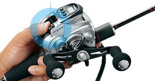 フォースマスター400を駆使して釣りたい!利き腕だけで操作可能なシマノ小型電動リール