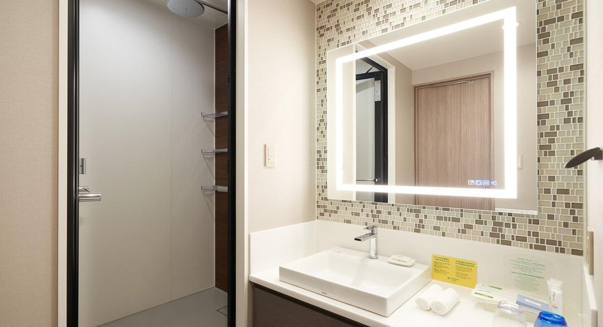 【ホテルタイプ洗面】レインシャワーと多機能スピーカー付き鏡ハーフェレー