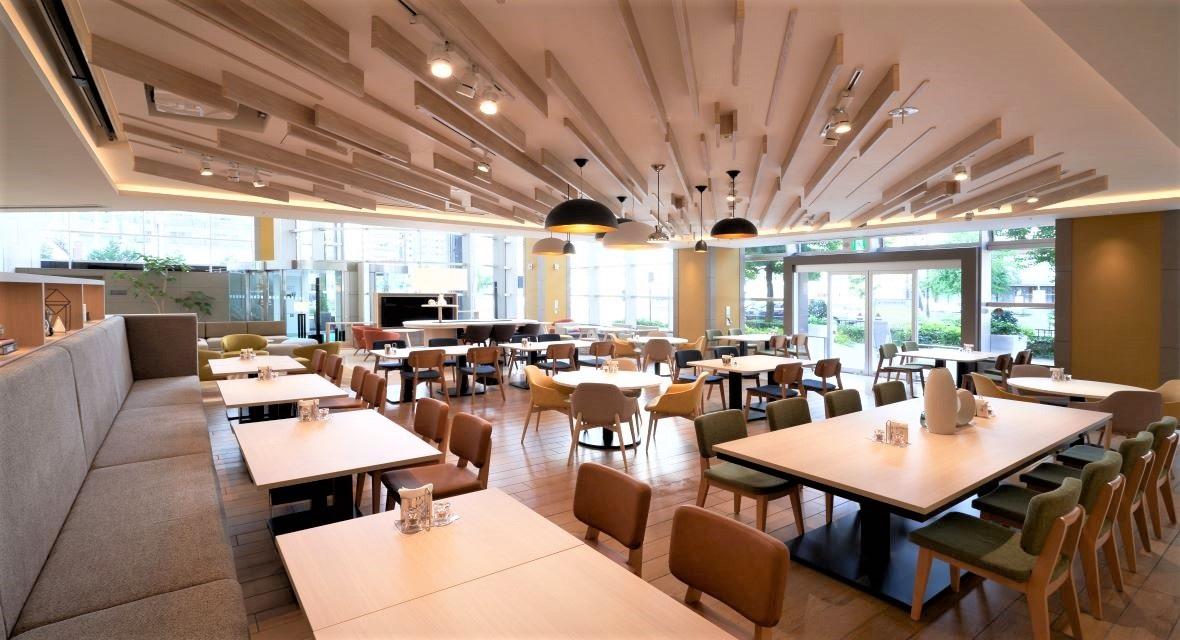 【Cafe Hi!】朝食、ランチセットや軽食などをご提供します。コワーキングスペースとしてもご利用いただけます。