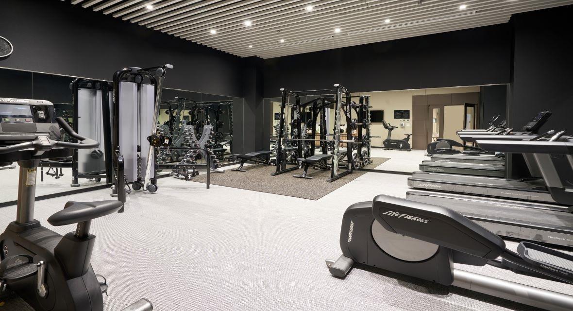 最新の機器を備えたフィットネスセンターは、ご宿泊のお客様は24時間無料でご利用いただけます。