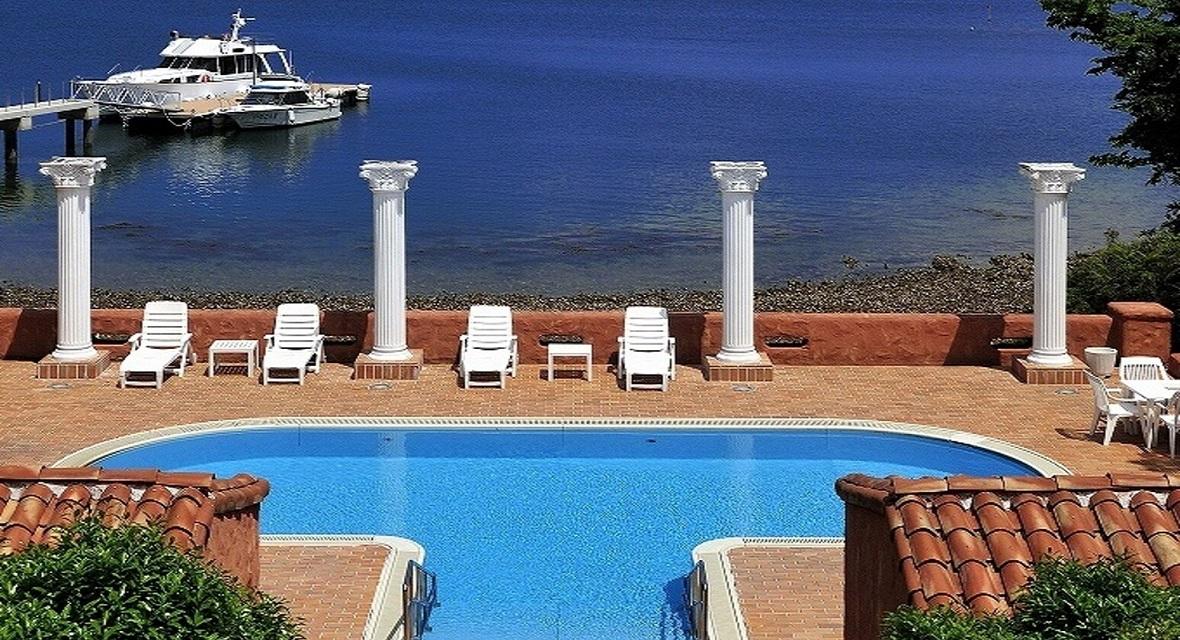 【アクティビティ】ご宿泊者専用のプール(夏季)。桟橋からは、クルージングやフィッシングにも。