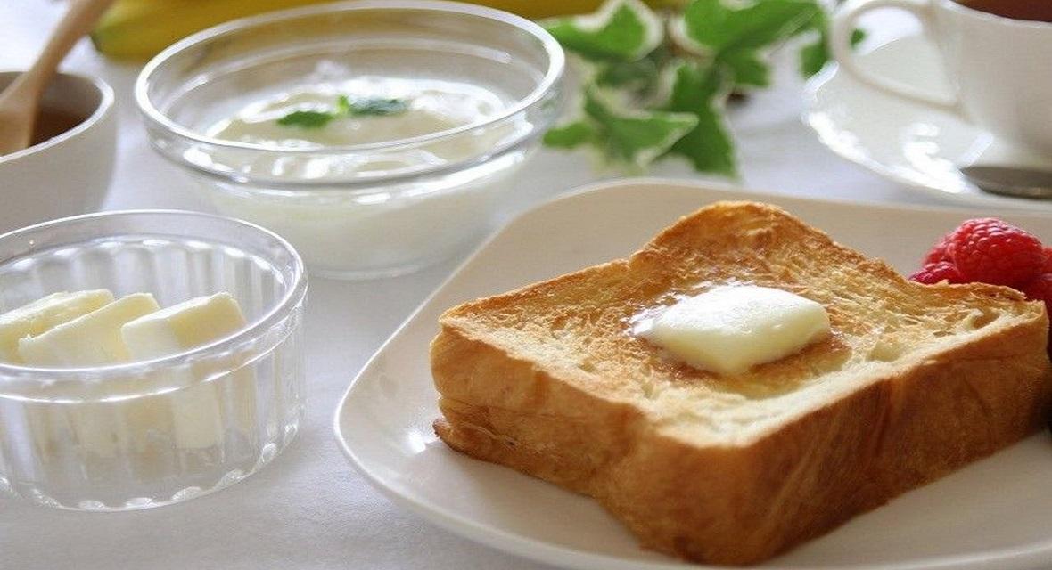 【朝食オプション】軽朝食 900円(税サ込) 祇園の名店「ANDE」のデニッシュパンやヨーグルトをお部屋にご用意いたします。