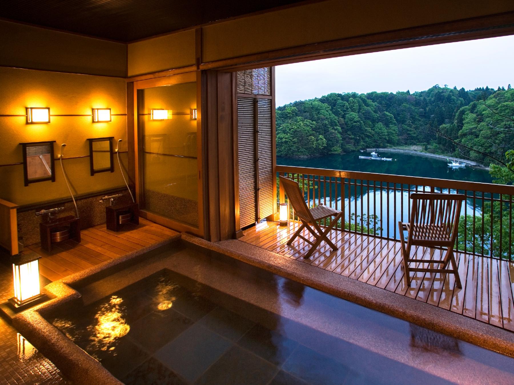 貸切露天風呂 誰にも邪魔されないあなただけの空間で、九十九湾の眺めと湯の贅沢を心ゆくまでお楽しみください。