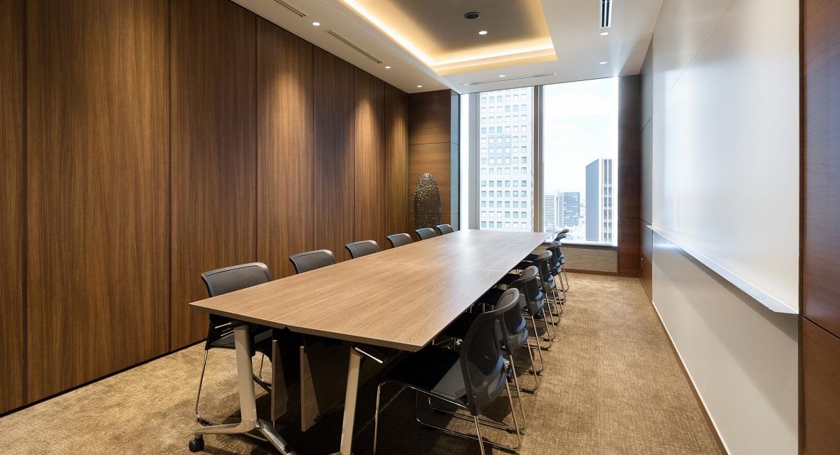 【会議室②】打ち合わせや商談に最適な3つの会議室をご用意しております。※ご利用料金が別途発生いたします。