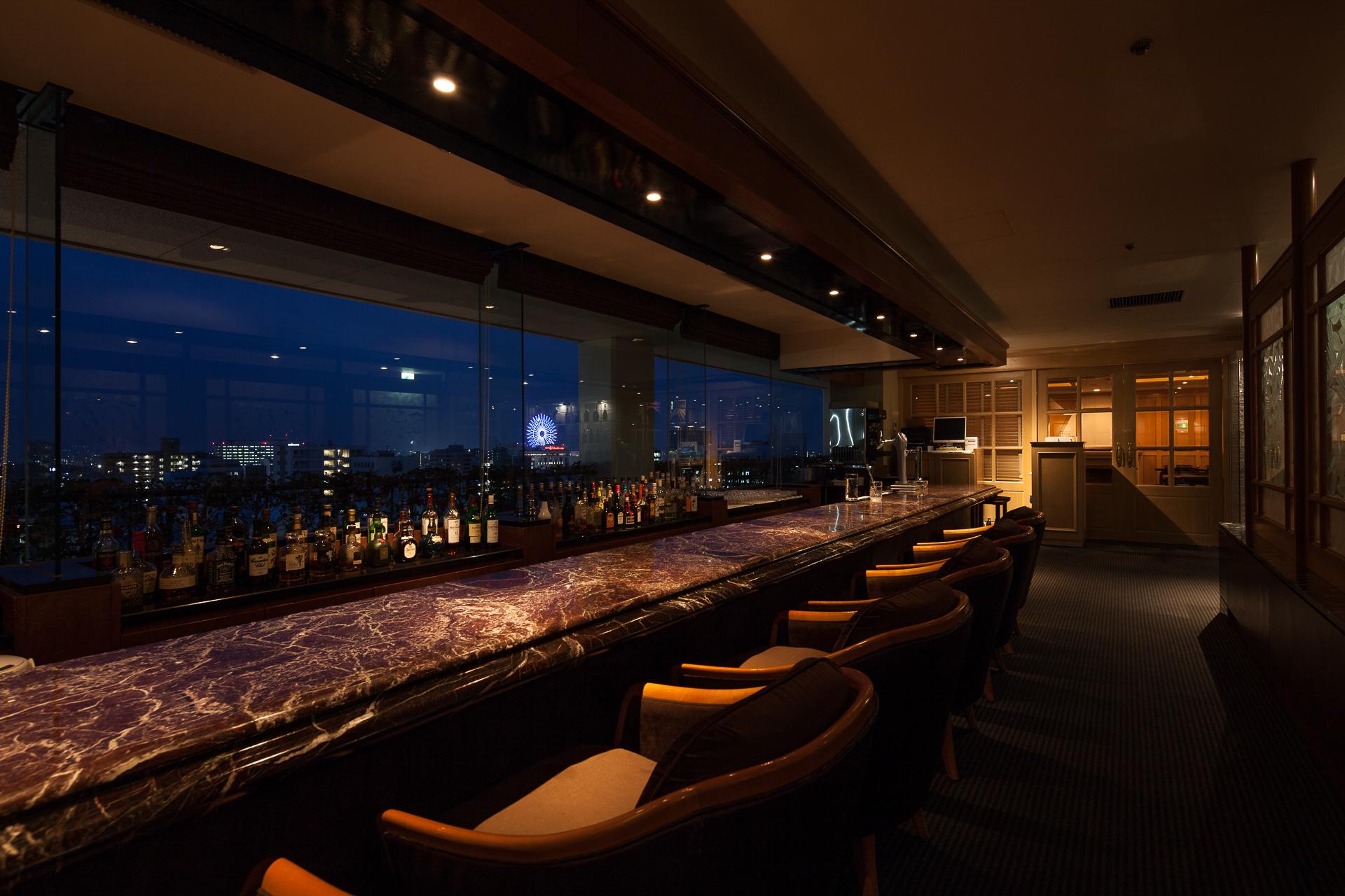 松山の夜景を眺めながら、ゆっくりとカクテルで堪能