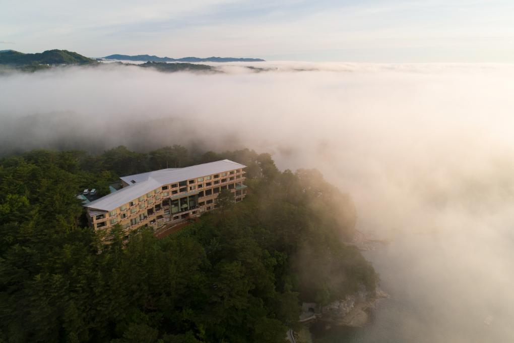 浄土ヶ浜の雲海 幻想的な空間に当施設はございます。