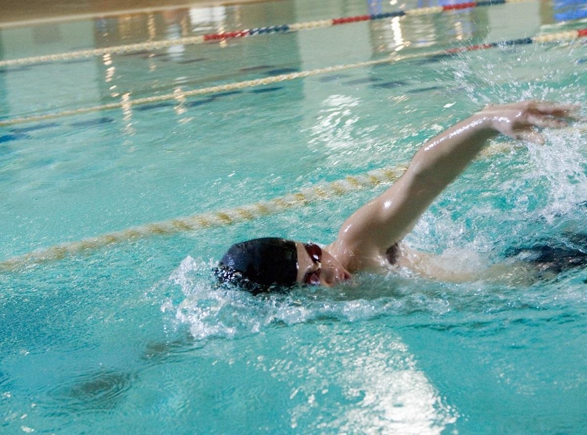 屋内プール(25M、4コース):スイムレッスン 水中歩行 アクアビクス  なども実施。その他、男性・女性の各シャワールーム内には「ドライサウナ」もあります。