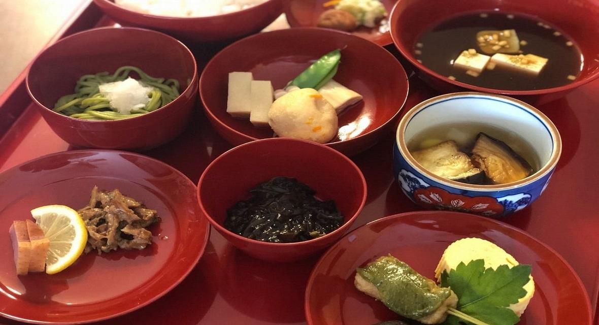 【オプション朝食】2,500円(税サ込):仕出し割烹「泉仙」の仕出し精進朝食をお手配いたします。