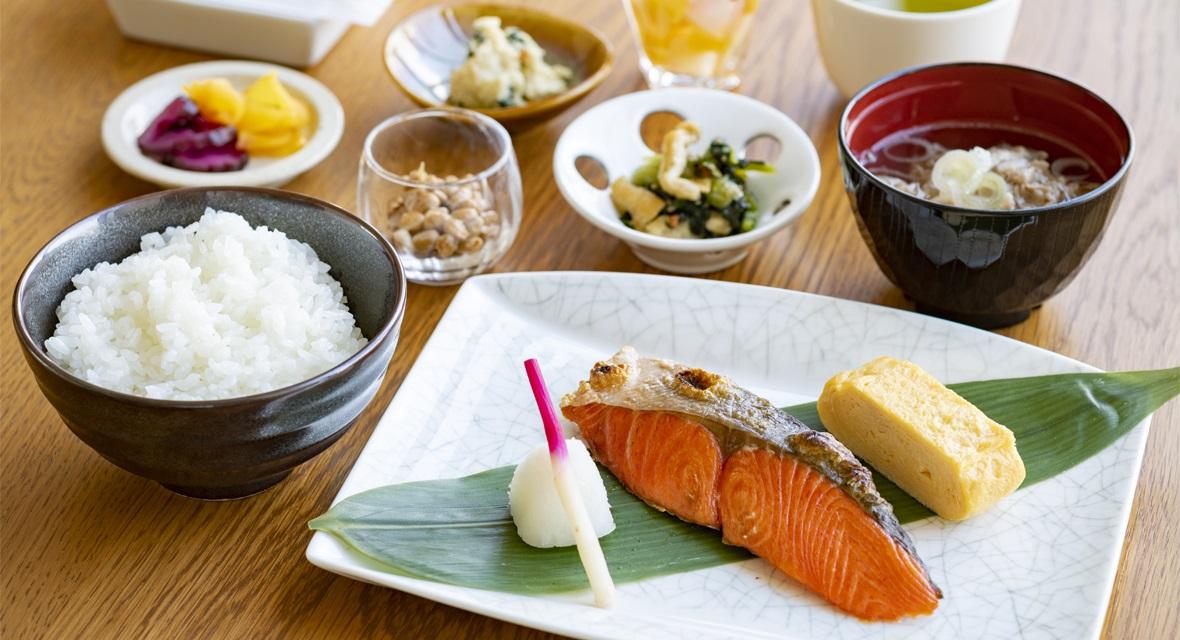 【オプション朝食】朝食は、和食と洋食からご選択いただけます。(The Worke特別料金:2,000円(税サ込)/人)※和食イメージ