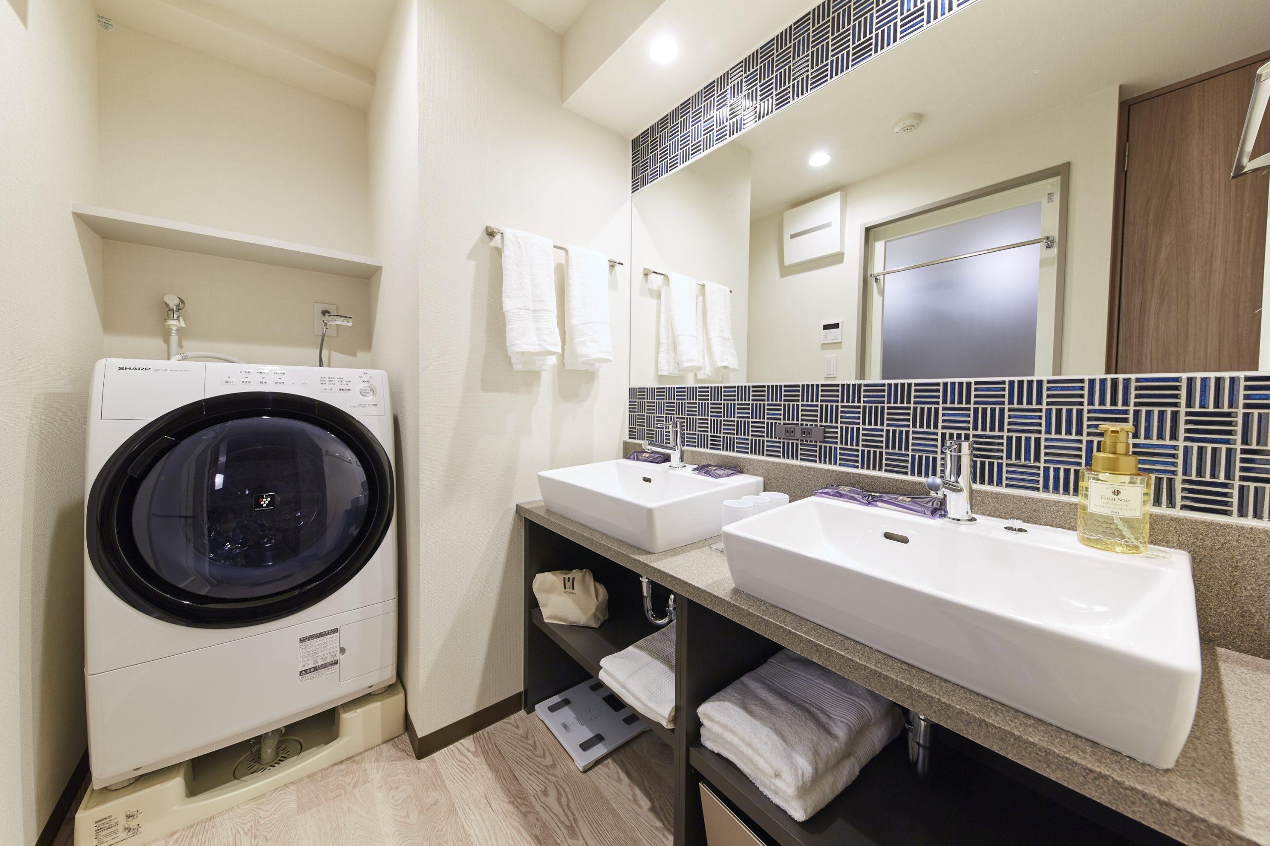 最新のドラム型洗濯機も完備。洗濯用のピンチハンガーもご用意しております。
