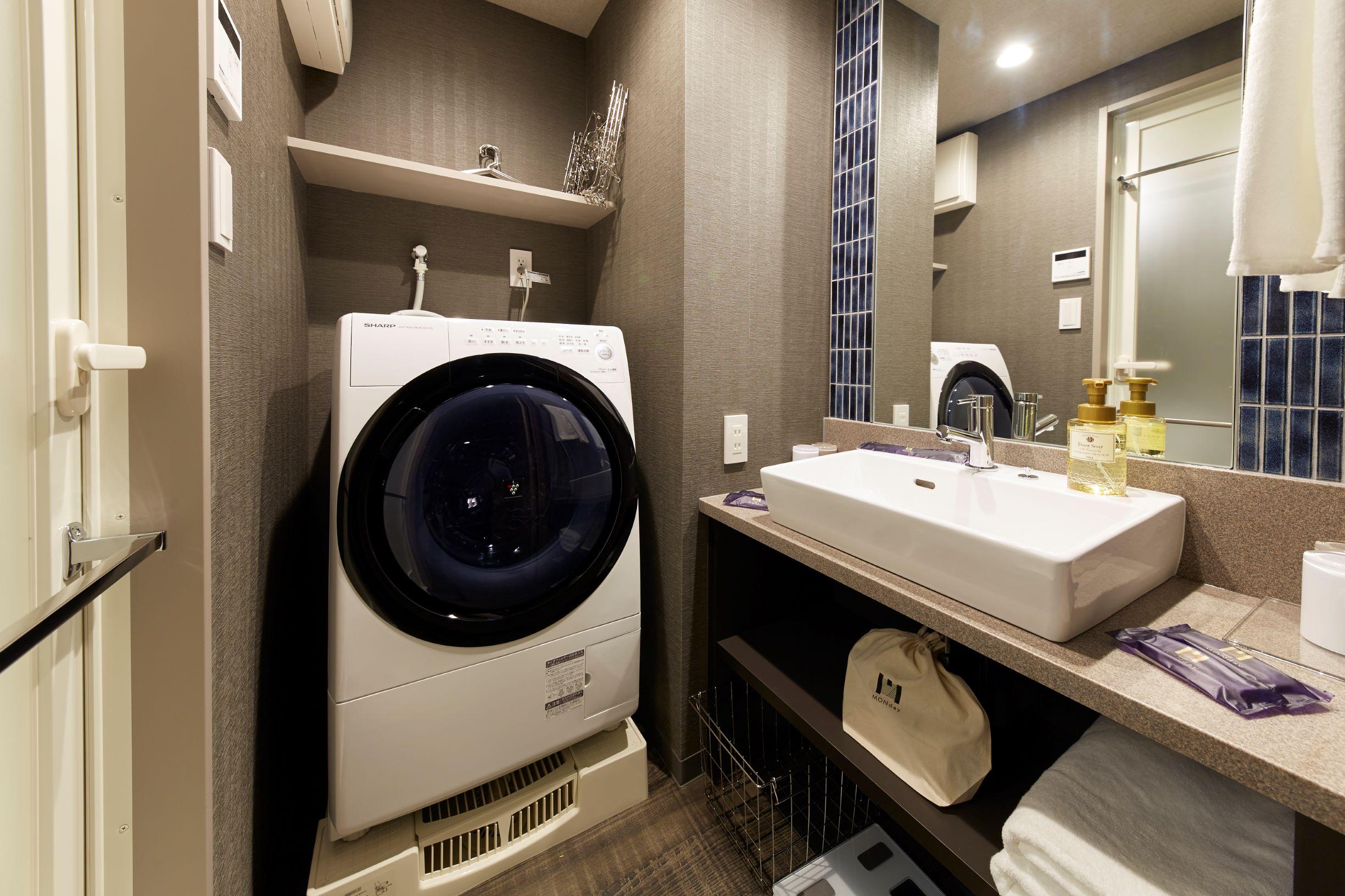 最新型不ドラム式洗濯機を各部屋に 洗濯用のピンチハンガーもご用意しております