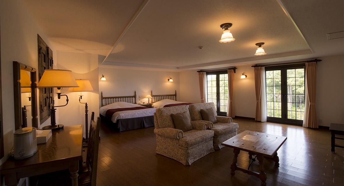 【ヴィラタイプスイート(約120㎡)】寝室とリビングが独立した別荘タイプ。お部屋から英虞湾のベイビューをお楽しみいただける。