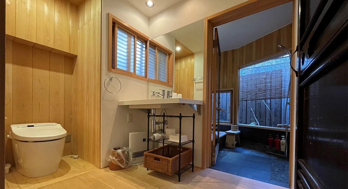 お風呂場の手前に、洗面台がございます。
