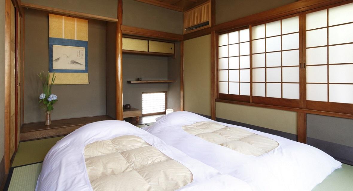【2階和室】お布団は3名様まで敷くことができます。