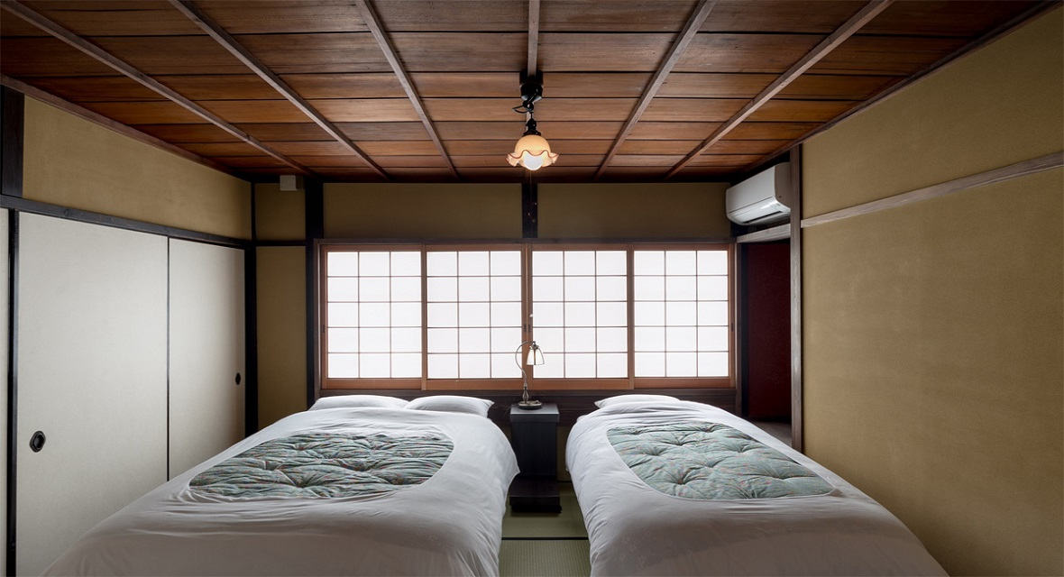 【道路側和室6畳】道路側の和室には、ベッドを2台設置しております。