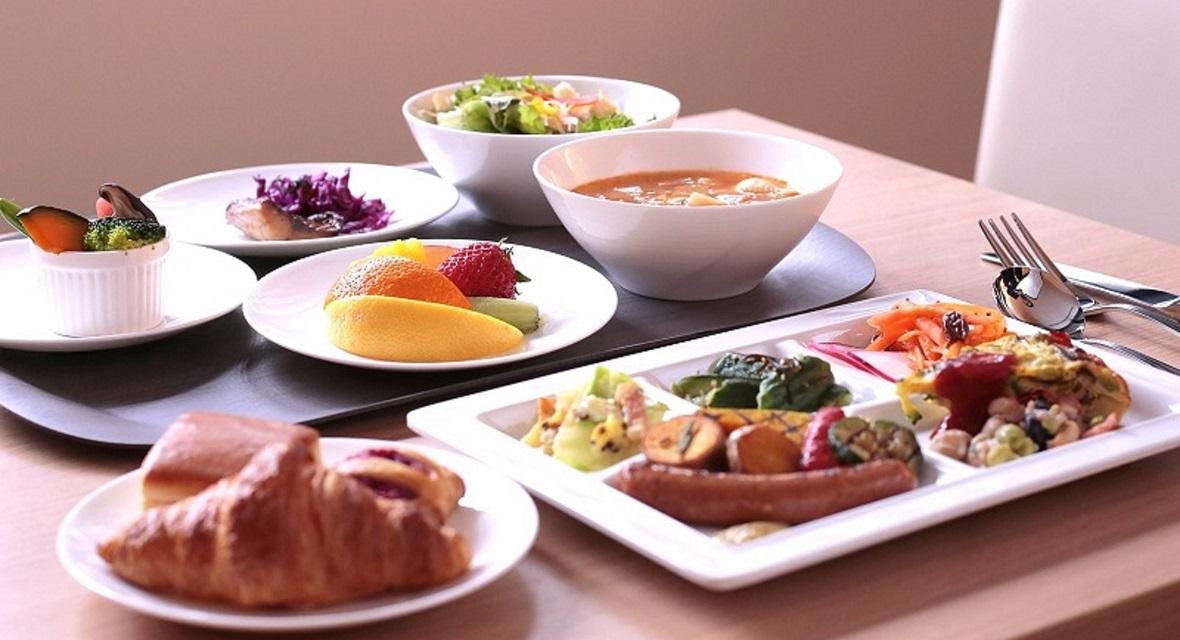 焼きたてパンとごちそう野菜の朝ごはん(朝食有料)