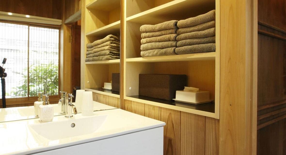 バスルームの手前にある洗面台