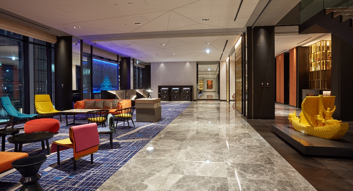 【ロビー】ホテルならではのくつろぎに楽しみや感動、人と人との交流が加わり、思い出が色濃く彩られていきます。