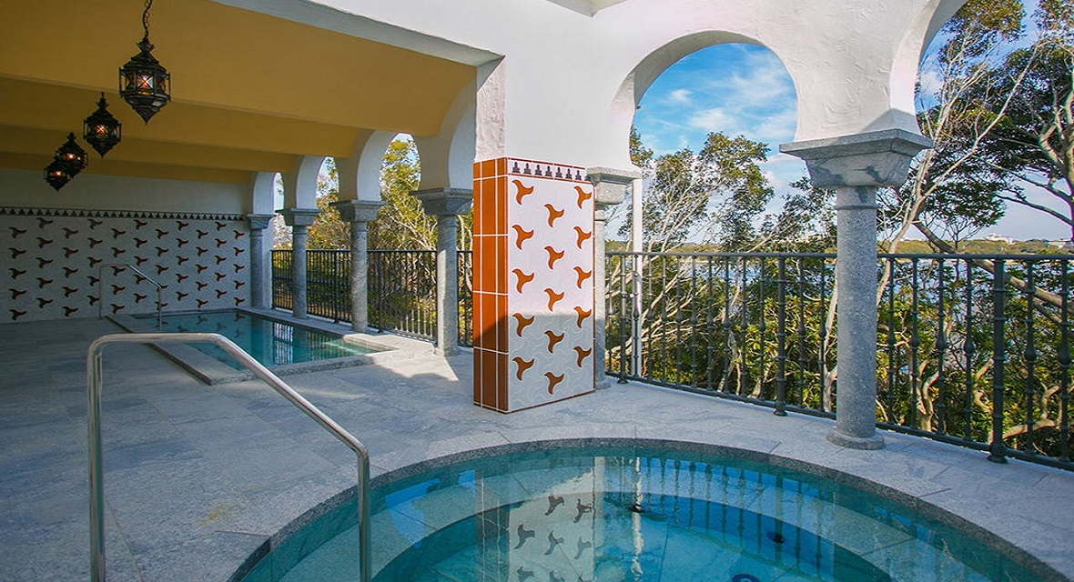 【スパ・アルハンブラ】アルハンブラ宮殿のハマムをイメージしたアラビックデザインの天然温泉(露天風呂)
