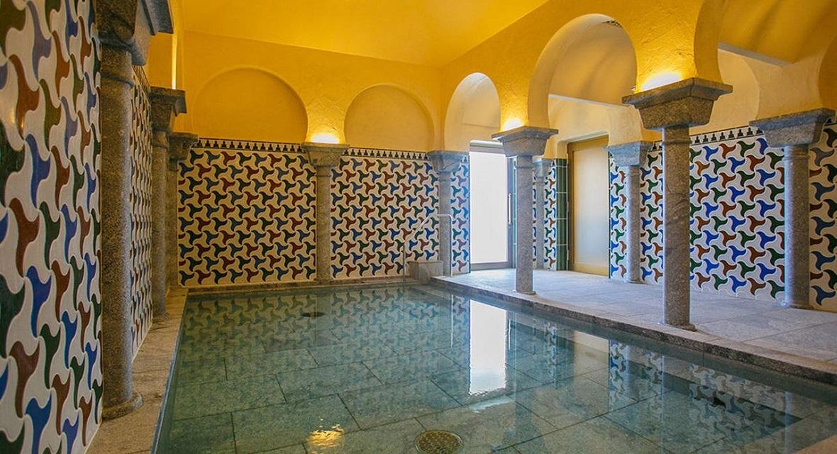 【スパ・アルハンブラ】スペインの世界遺産、コルドバのメスキータをイメージした浴場やモザイクの装飾で彩られたエキゾチックな内装は『スパ・アルハンブラ』最大の魅力です