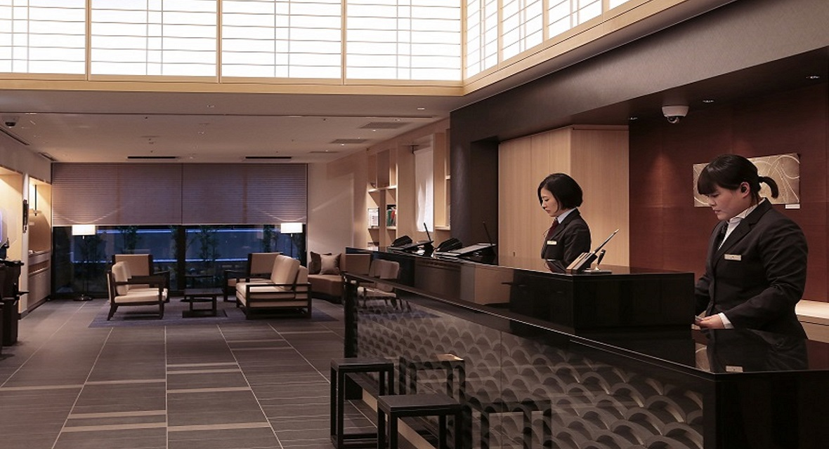 【レセプションデスク】ようこそ!ホテルインターゲート京都 四条新町へ。