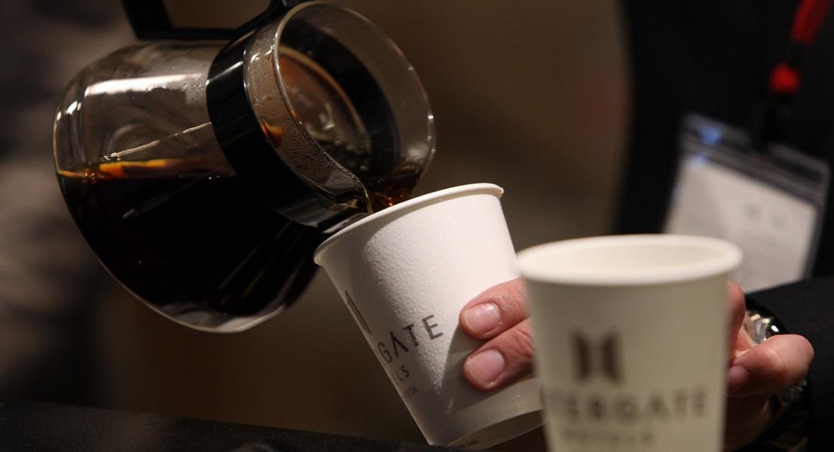 ご滞在中はご自由にご利用いただける「インターゲートラウンジ」で、コーヒータイムに【こだわりのコーヒー・ソフトドリンク】