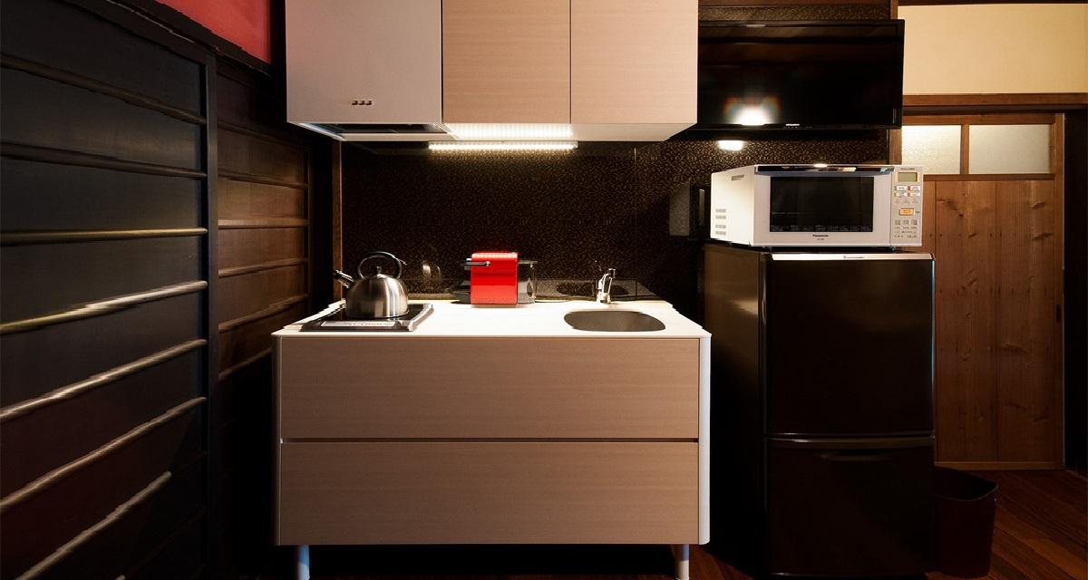 【キッチン】町家内は火気厳禁となりますので、IHクッキングヒーターを設置しております。